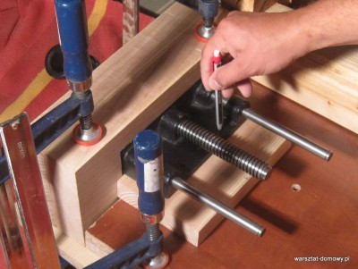 IMG 0586 400x301 Instalacja imadła czołowego do stołu warsztatowego   cz. 2