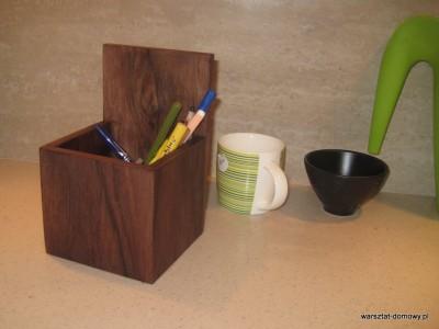 IMG 0633 400x300 Proste, fornirowane pudełko na długopisy