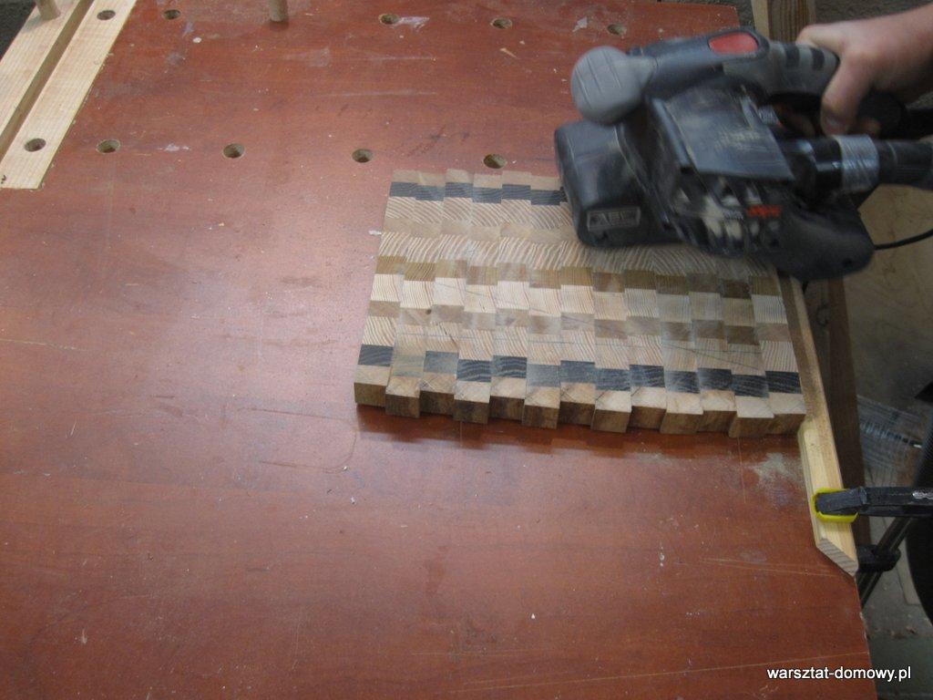 Deska do krojenia z kolorowego drewna - wykończenie