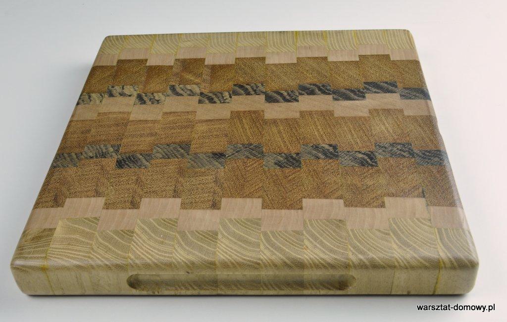 Kwadratowa deska do krojenia – jesion, mahoń, czarny dąb
