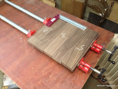 2014 01 25 22.34.29 400x300 Relacja z budowy stołka warsztatowego (#SSBO)