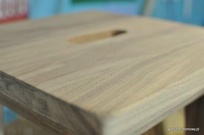 DSC 0332 400x265 Stołek barowy z drewna orzechowego