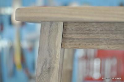 DSC 0336 400x265 Stołek barowy z drewna orzechowego