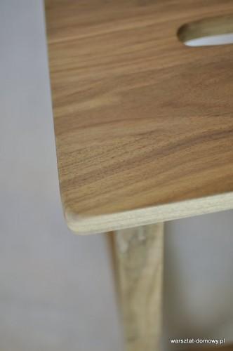 DSC 0341 332x500 Stołek barowy z drewna orzechowego